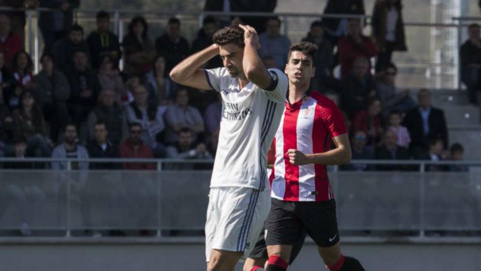 Enzo se lamenta tras fallar un penalti ante el Athletic