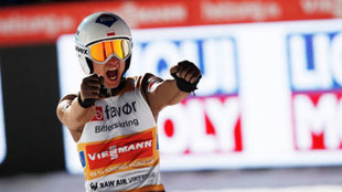 Kamil Stoch celebra su victoria en Vikersund.