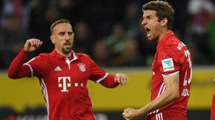 Müller celebra su gol al 'Gladbach'.