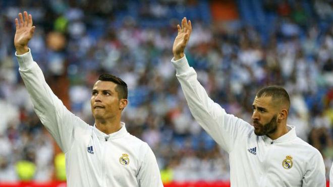 Cristiano y Benzema antes de disputar un partido en el Bernabéu