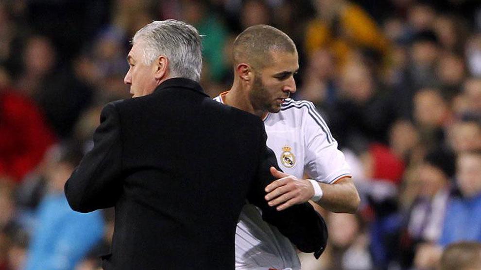 Ancelotti felicita a Benzema tras sustituirle en un partido