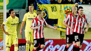 Aduriz (36) celebra un gol al Villarreal en El Madrigal la temporada...