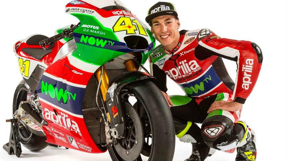 Áleix Espargaró, junto a su nueva moto