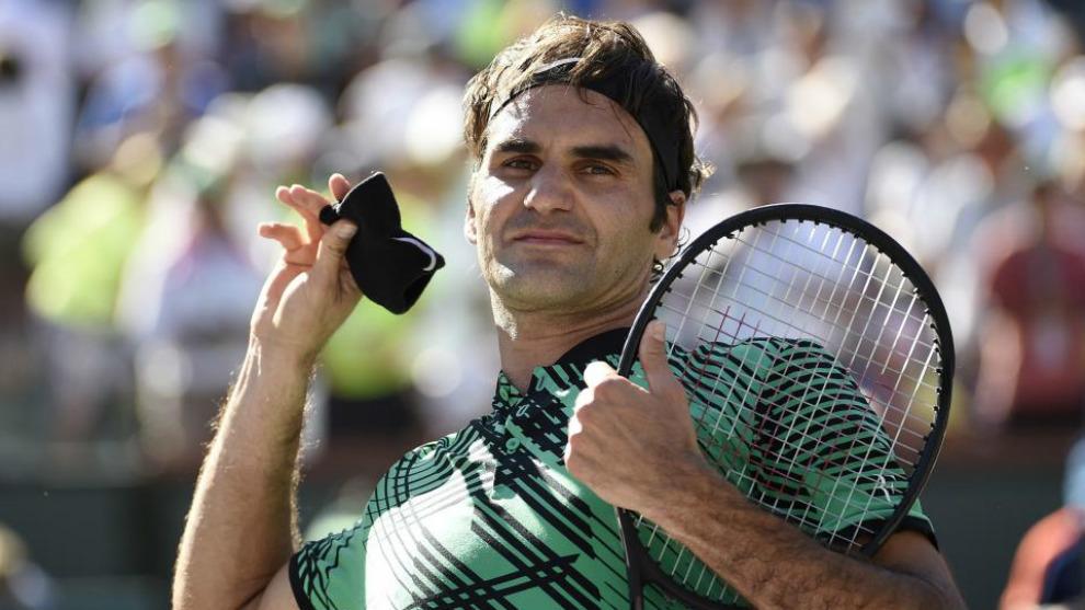 Federer lanza al públicos su muñequera tras la final de Indian Wells