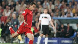 Petit en un partido como jugador en la Eurocopa de 2008.