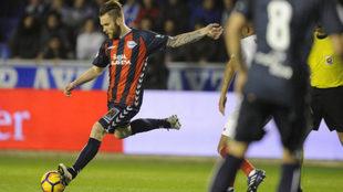 Katai en una acción de un partido contra el Sevilla.
