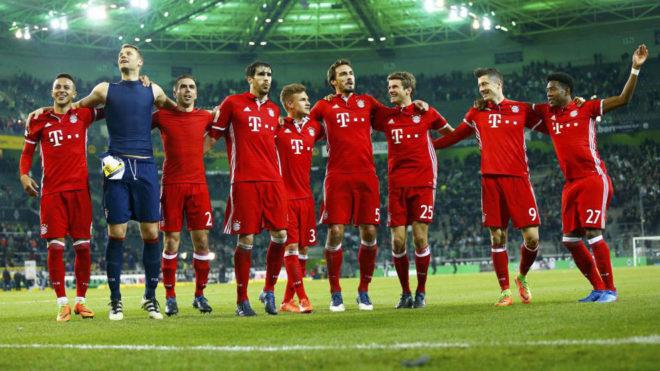 Los jugadores del Bayern celebran el triunfo ante el 'Gladbach'.