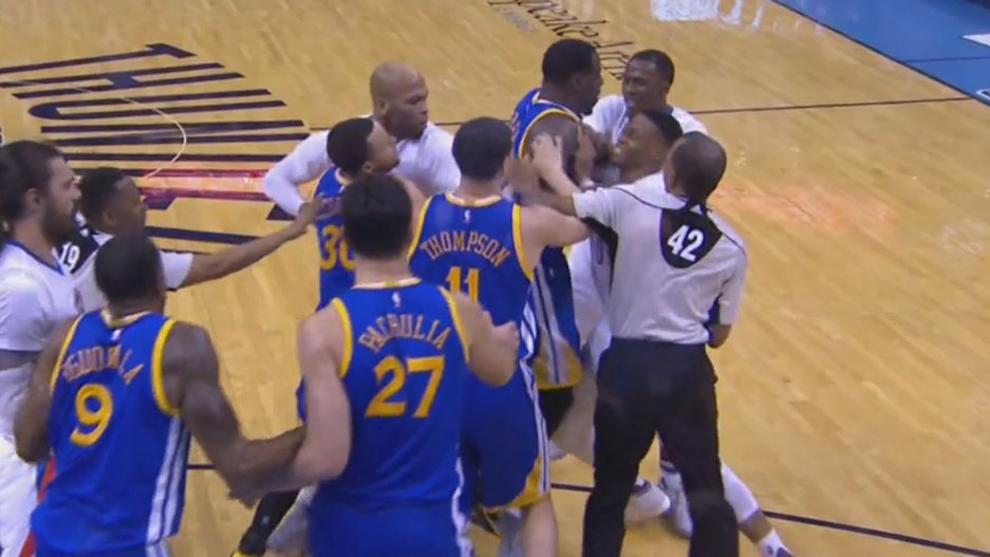 Trifulca entre Warriors y Thunder en Oklahoma City