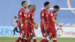 Jugadores del Getafe, liderados por el Cata Díaz, durante el partido...