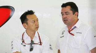Yusuke Hasegawa (Honda) y Eric Boullier (McLaren), en una charla