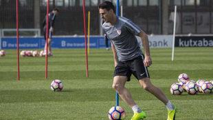 Aritz Aduriz, en un entrenamiento con el Athletic.