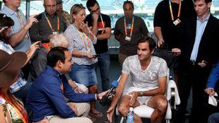 Federer atiende a los medios