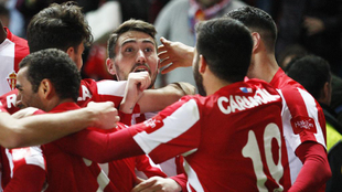 Los jugadores del Sporting celebran un gol de esta temporada.