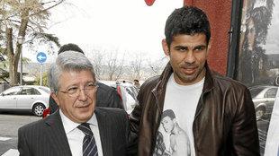 Enrique Cerezo y Diego Costa, en la época rojiblanca del jugador