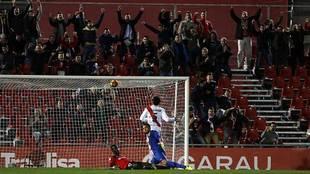 La afición del Mallorca celebra un gol de su equipo ante el Rayo