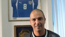 Haim Revivo posa para MARCA en su despacho profesional en Tel Aviv