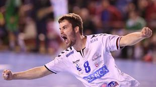 Rodrigo Pérez Arce celebra un gol con el Ademar