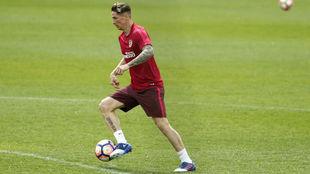 Torres durante un entrenamiento con el Atlético