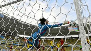 Ochoa, en una de sus paradas durante el Mundial de Brasil.