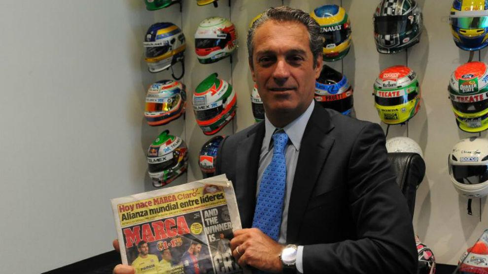 Carlos Slim, en su despacho durante la entrevista con MARCA Claro.