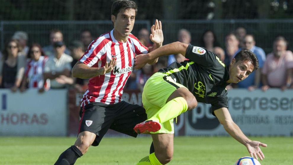 Etxeita, durante un partido de pretemporada contra el Sporting de...