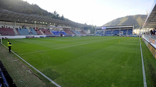 Vista lateral del estadio de Ipurua antes de un partido de Liga