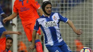 Piatti controla un balón contra Las Palmas.