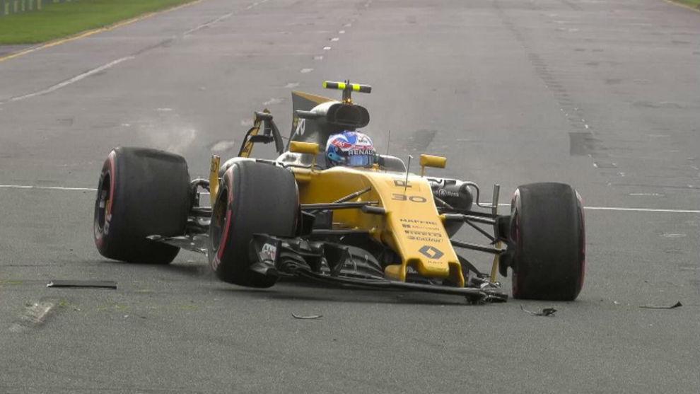 Así quedó el Renault de Jolyon Palmer tras chocar contra las...