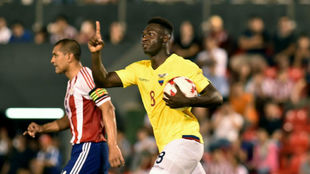 Caicedo celebra su gol con Ecuador contra Paraguay.