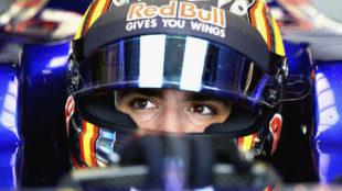 Carlos Sainz, montado en su Toro Rosso.