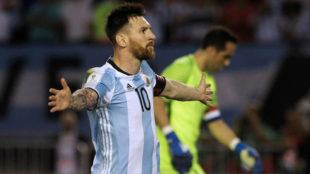Messi celebra su gol a Chile.