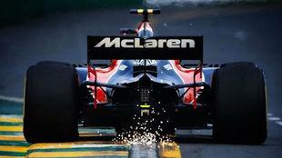 El McLaren de Alonso, visto desde atrás.