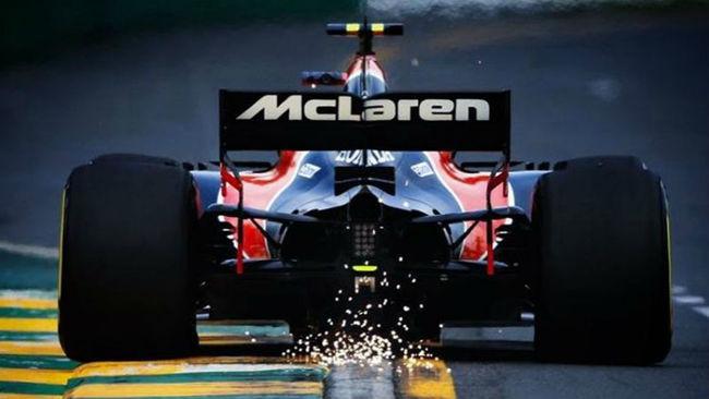 El McLaren de Alonso, visto desde atr�s.