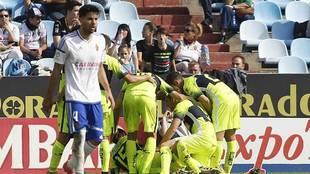Los jugadores del Elche celebran uno de los tres goles marcados en La...