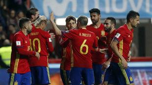 Los jugadores de la selección española celebrando uno de los goles...