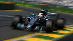 Hamilton pilota su Mercedes W08 en Albert Park.