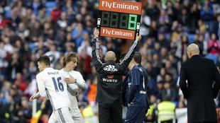 Kovacic, relevo natural de Modric, salta al campo por su compatriota.