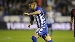 Theo Hernández durante un partido del Alavés.