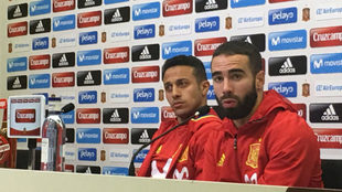 Carvajal y Thiago, en sala de prensa.