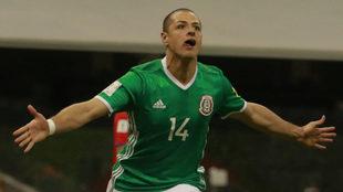 Chicharito hizo vibrar a todo el Estadio Azteca.