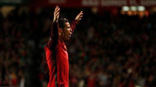 Cristiano celebra uno de sus goles a Hungría.