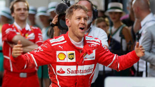 Vettel celebra su victoria en Australia.