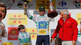 Alejandro Valverde subió al podio de Reus con sus hijos.
