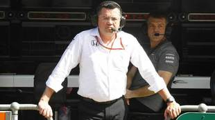Eric Boullier, en el 'muro' de McLaren en el circuito de Albert Park.