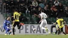 Ángel bate a Juan Carlos en su salida para abrir el marcador en el...