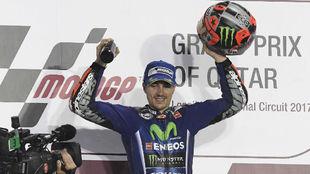 Maverick Viñales, en el podio de Qatar