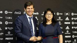 Mateo Alemany y LayHoon Chan en la Sala de Prensa de Mestalla.