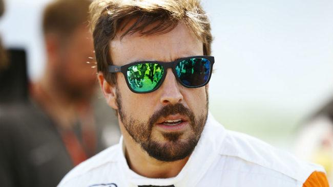 Fernando Alonso, pensativo durante el pasado Gran Premio de Australia.
