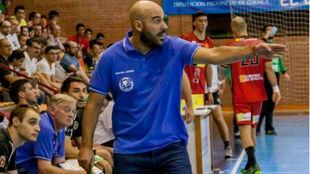 El técnico Lidio Jiménez durante un partido del Ciudad Encantada