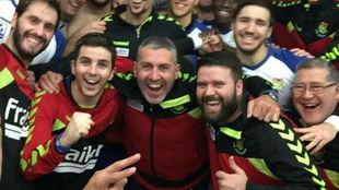 Antonio Rama, junto a Carlos Viver celebrando una victoria del...